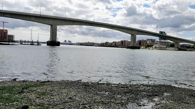 The Itchen bridge, a high-level hollow box girder bridge